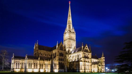 Salisbury Cathedral at night wallpaper