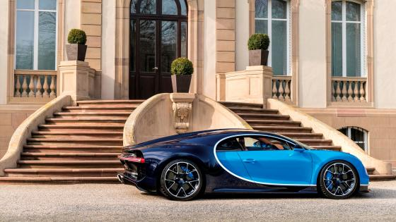 Bugatti Chiron in front of a mansion wallpaper