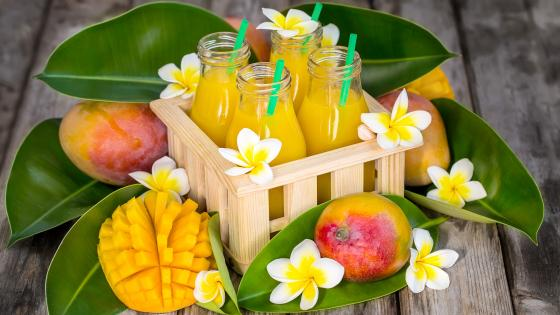 Mango juice in bottles wallpaper