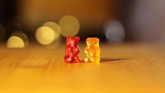 Red and yellow gummy bears wallpaper