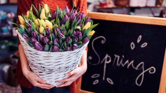 Spring flower basket wallpaper