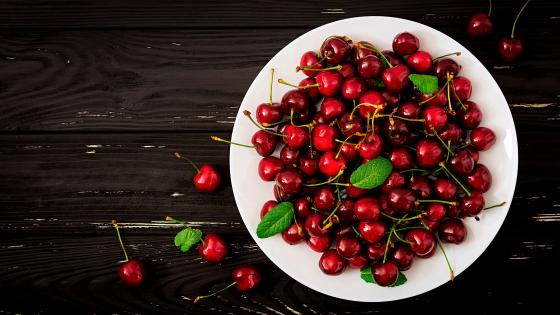A plate of cherry wallpaper