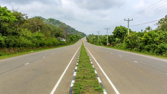 Road to Lunugamwehera, Sri Lanka wallpaper