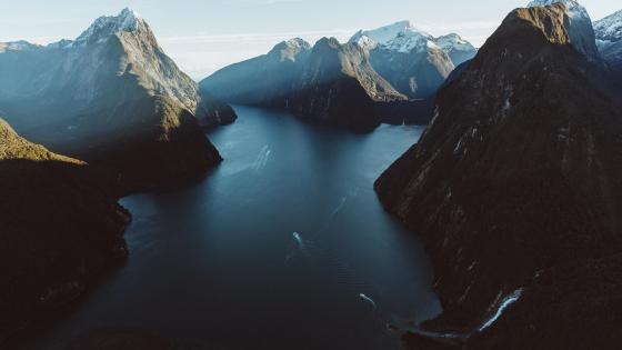 Milford Sound (Fiordland National Park, New Zealand) wallpaper
