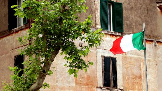 Italian Flag in front of a house wallpaper