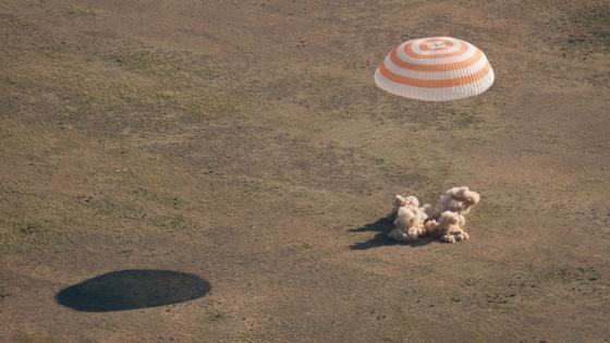 Expedition 27 Landing wallpaper