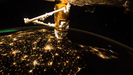 Clear Skies From the International Space Station wallpaper