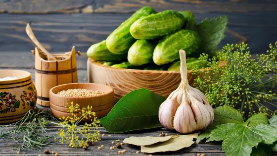 Pickling ingredients wallpaper