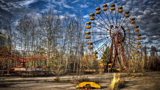 Abandoned amusement park in Pripyat wallpaper