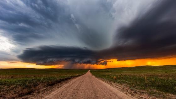 Dirt road before the storm wallpaper