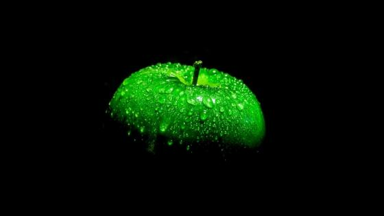 Waterdrops on a green apple wallpaper