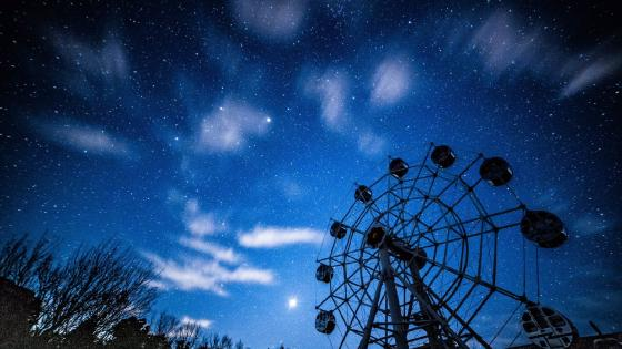 A Ferris wheel and the starry night sky wallpaper