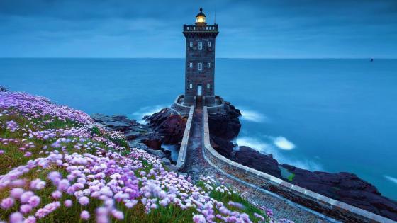 Kermorvan lighthouse at spring wallpaper