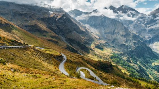 The curvy Grossglockner High Alpine Road wallpaper