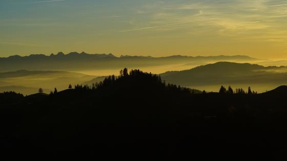 Hazy sunset in the Luderenalp wallpaper
