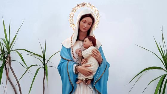 The Virgin Mary With Jesus wallpaper