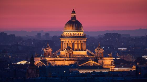 St. Isaac's Cathedral in Saint-Petersburg at dusk wallpaper
