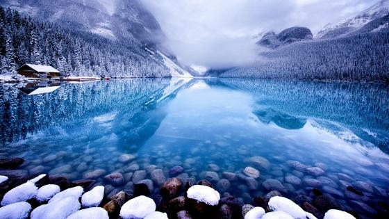 Lake Louise in wintertime wallpaper