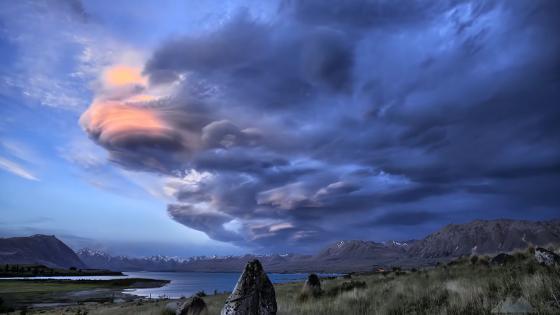 Cloudy New Zealand landscape wallpaper