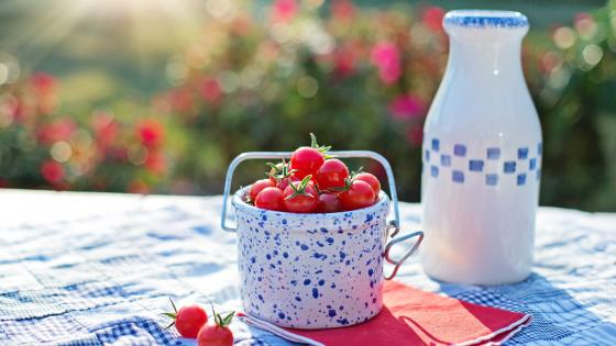 A small bucket of cherry tomatoe wallpaper