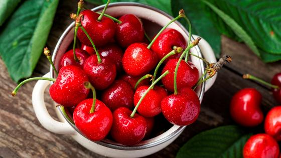 A bowl of red cherries wallpaper
