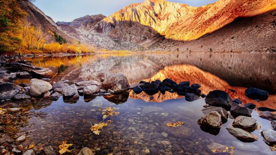 Convict Lake and Mount Morriso wallpaper