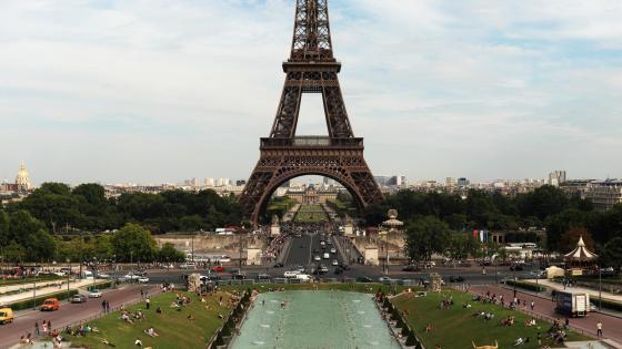 Eiffel Tower and the Champ de Mars wallpaper