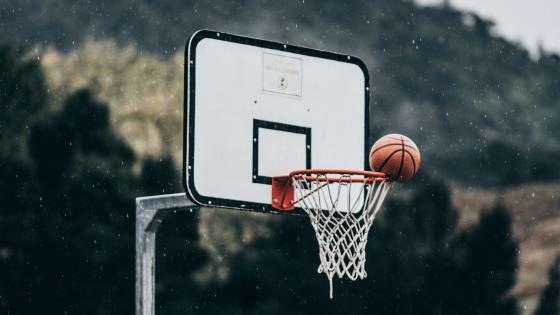 Playing basketball in the rain wallpaper