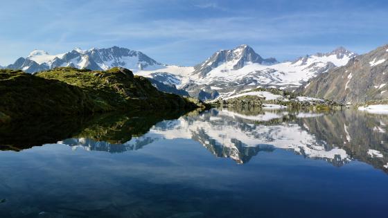 Alpine lake wallpaper