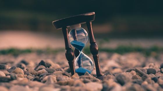 Blur Hourglass wallpaper