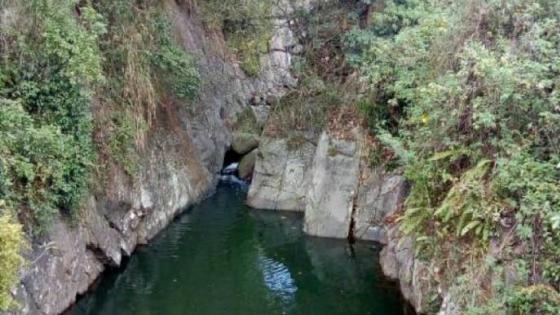 Secret swimming hole wallpaper