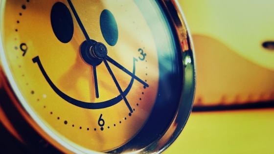 Smiley clock wallpaper