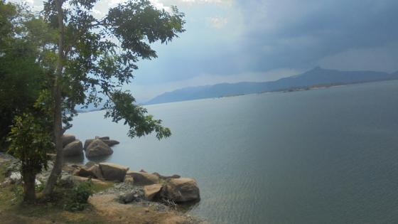 Senanayeka lake wallpaper