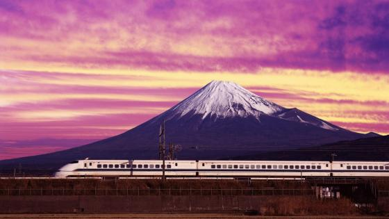 Train in front of Mount Fuji wallpaper