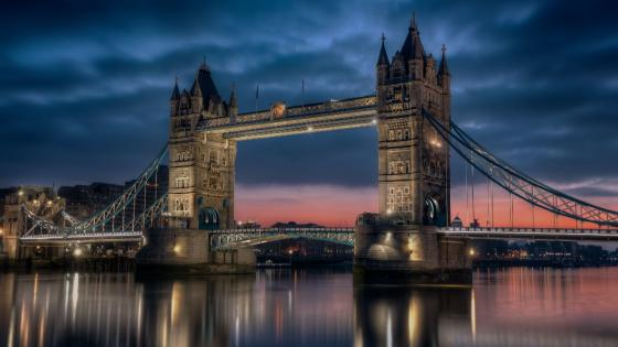 Tower Bridge on a cloudy evening wallpaper