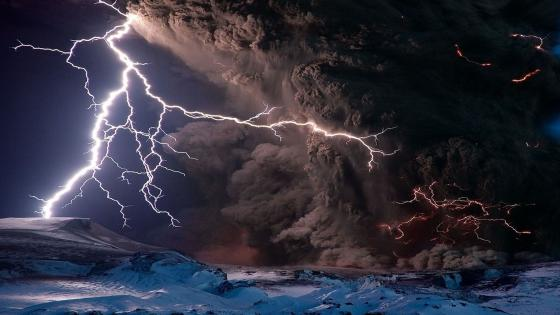 Eruption of Calbuco volcano wallpaper