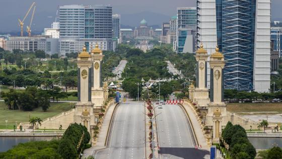 Seri Gemilang Bridge in Putrajaya, Malaysia wallpaper