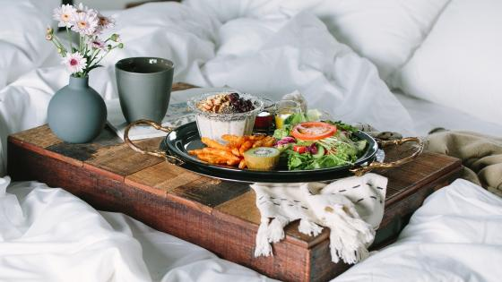 Brunch in bed wallpaper