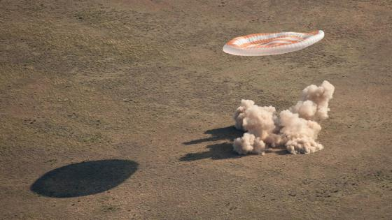 Soyuz TMA-20 Landing with Expedition 27 Crew wallpaper