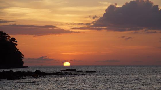 Sonne versinkt im Meer wallpaper