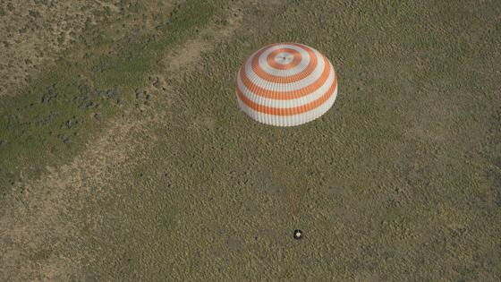 The Soyuz TMA-07M Spacecraft Landing with Expedition 35 Crew Members wallpaper