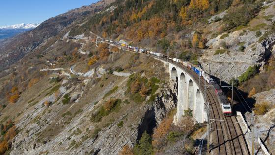 Train Crossing the Luogelkin Viaduct wallpaper