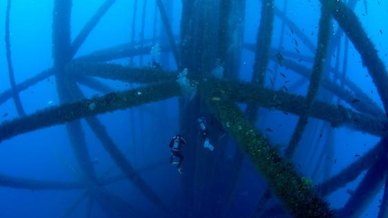 Scuba diving near oil rig legs wallpaper