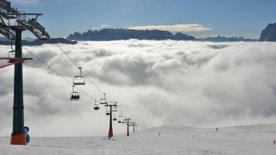 Chairlift on Mount Secëda in Val Gardena wallpaper