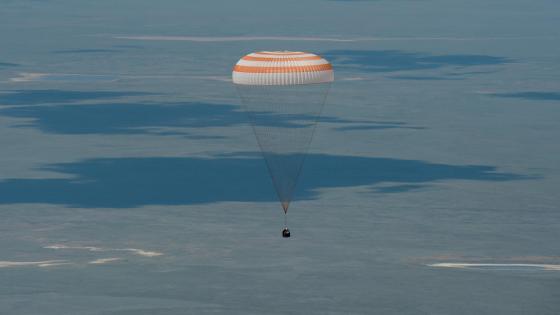 Expedition 47 Crew Members' Decent Aboard Soyuz TMA-19M wallpaper