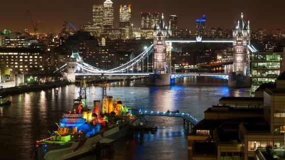 Tower Bridge at night wallpaper