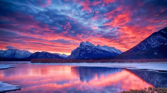 Pink sky above Mount Rundle wallpaper