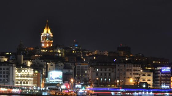 Turkey/Istanbul/Galata Tower wallpaper