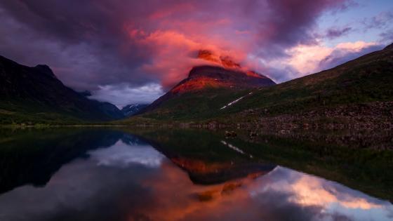 Neauty sunrise on mountain. wallpaper