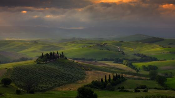 Cloudy Podere Belvedere wallpaper